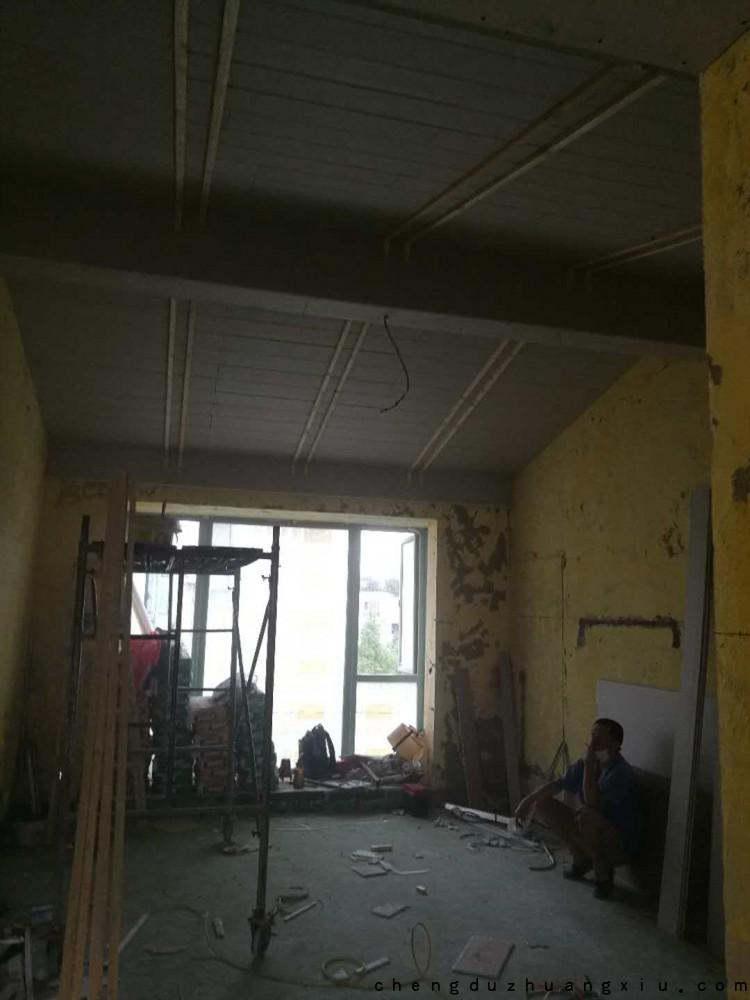 怡丰新城装修现场:吊顶施工