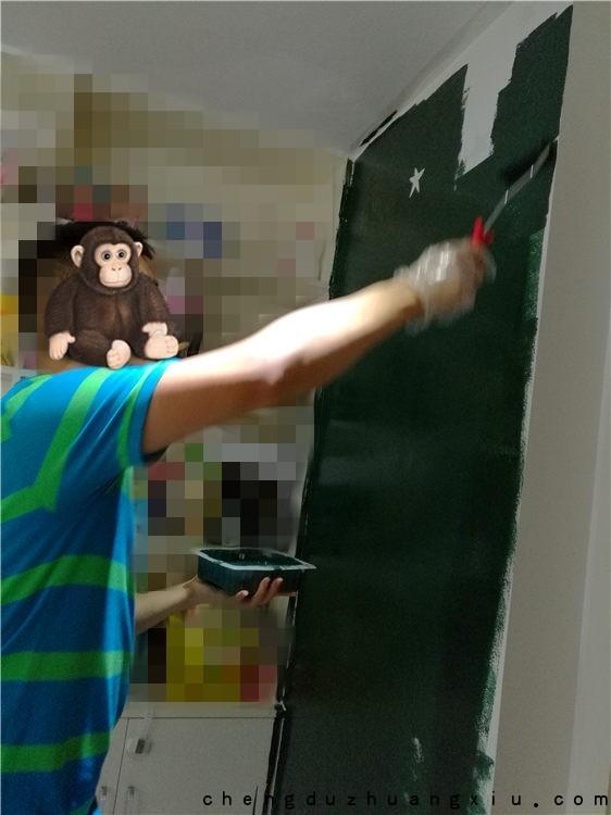 成都业主diy黑板漆过程:刷漆
