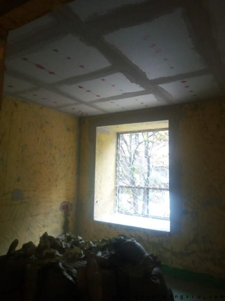 成都新双城工地石膏板涂防锈漆