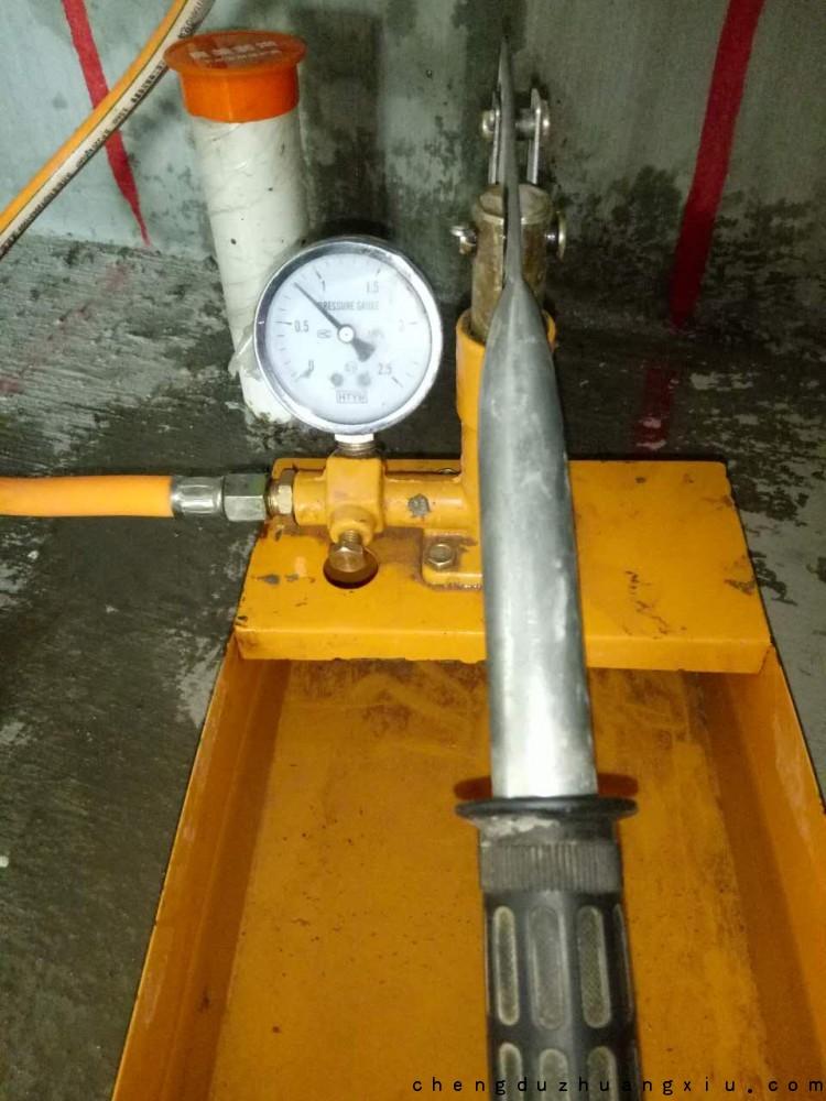 紫御熙庭装修开工:水管打压