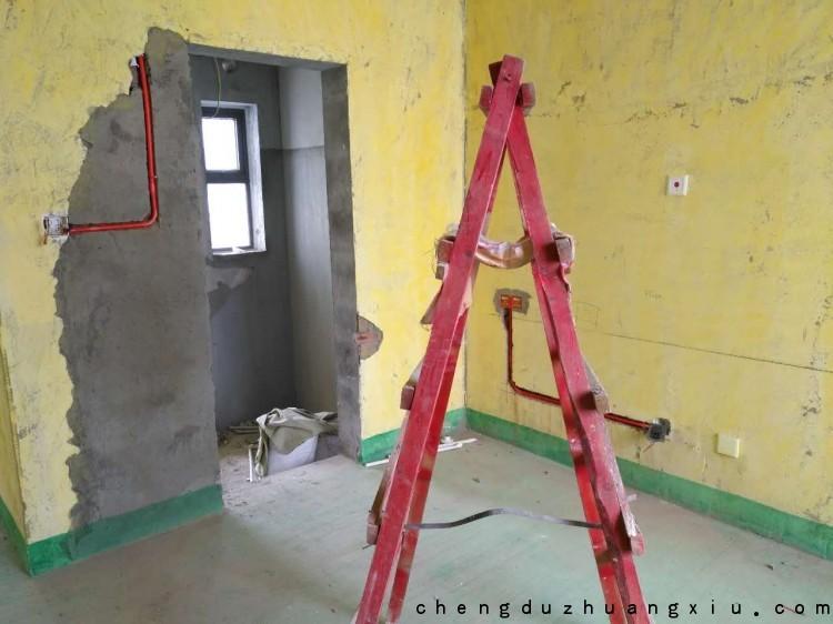 成都装修网:卫生间门洞周围抹灰层修补